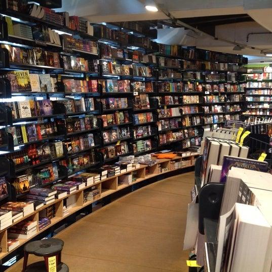 Foto tirada no(a) The American Book Center por Aviv O. em 6/1/2012