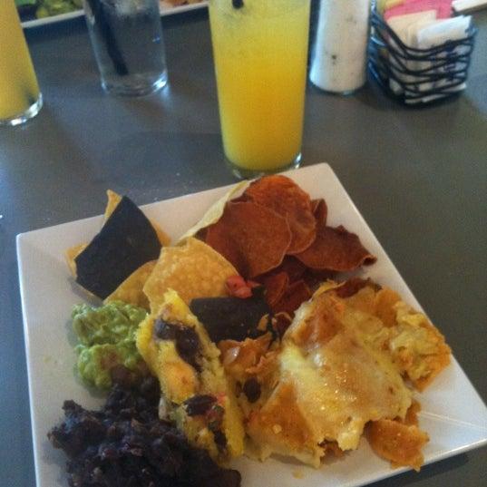 Снимок сделан в TNT - Tacos and Tequila пользователем Amy 3/24/2012