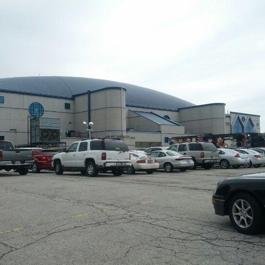 รูปภาพถ่ายที่ Allstate Arena โดย Quentyn K. เมื่อ 4/29/2012