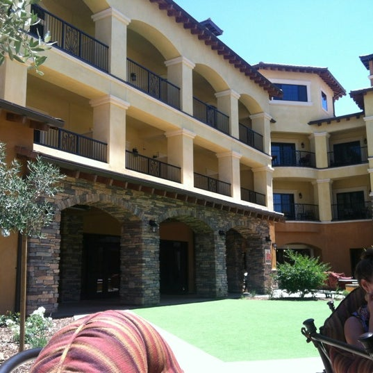 Foto scattata a Meritage Resort and Spa da Sonny M. il 6/21/2012