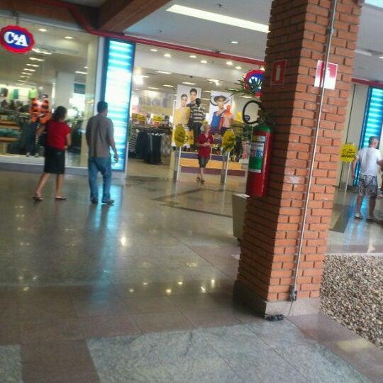 Foto diambil di Shopping Rio Claro oleh Anderson L. pada 4/15/2012