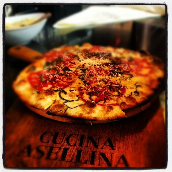 Foto tirada no(a) Cucina Asellina por Harry K. em 8/31/2012