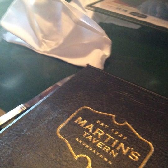 Foto tomada en Martin's Tavern por Anne B. el 8/27/2012