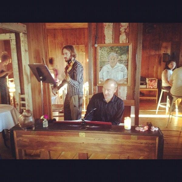Das Foto wurde bei Papi Tino's von Bianca F. am 5/19/2012 aufgenommen