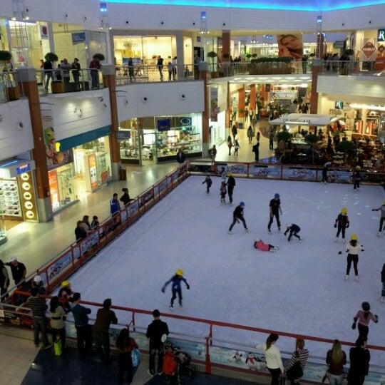 Снимок сделан в Floripa Shopping пользователем Veronika Z. 7/22/2012