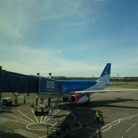 Das Foto wurde bei Edinburgh Airport (EDI) von Rien K. am 3/30/2012 aufgenommen