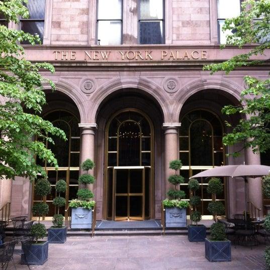 Foto scattata a Lotte New York Palace da geoff s. il 5/10/2012