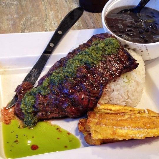 Das Foto wurde bei Jimmy'Z Kitchen Wynwood von Alex H. am 8/29/2012 aufgenommen