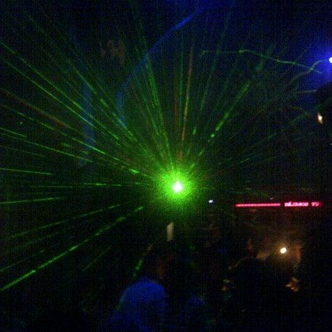 Das Foto wurde bei TOM'S Leather Bar von Troy P. am 8/26/2012 aufgenommen
