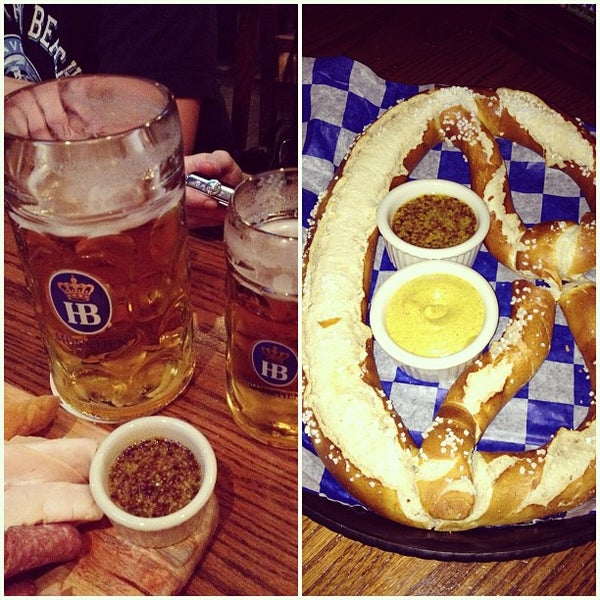 Foto diambil di Hofbräu Bierhaus NYC oleh @HungryEditor B. pada 8/12/2012
