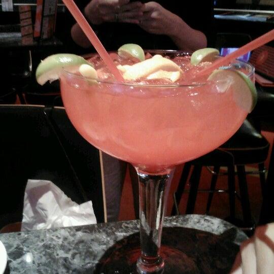 Снимок сделан в Kings Dining & Entertainment пользователем Sonny F. 7/30/2012