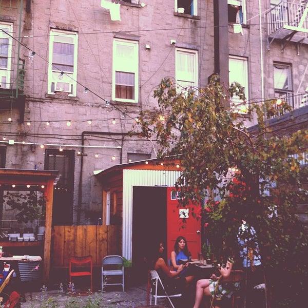 8/30/2012にCindy T.がTrophy Barで撮った写真