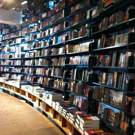 Foto tirada no(a) The American Book Center por J. Gonzales I. em 2/6/2012