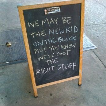 Foto tirada no(a) JoeDough Sandwich Shop por Jonny S. em 5/19/2012