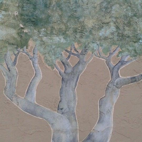 Foto diambil di Olive Tree Marketplace oleh Juliana pada 8/25/2012