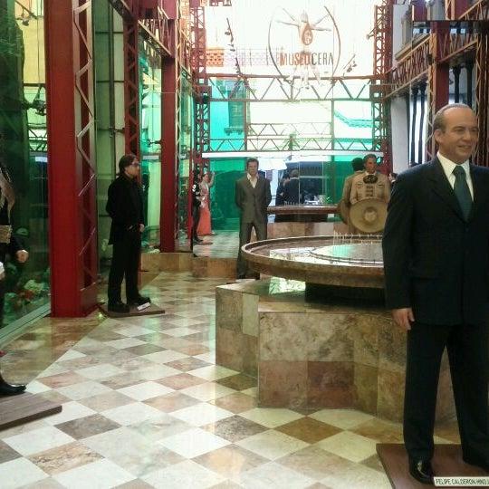 รูปภาพถ่ายที่ Museo de Cera โดย Lizbeth D. เมื่อ 3/16/2012