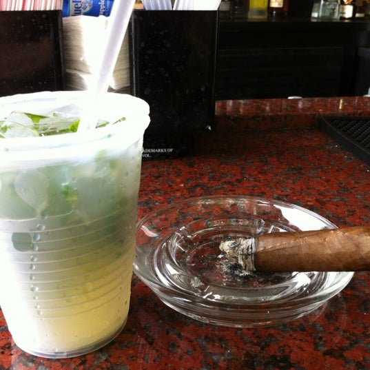 รูปภาพถ่ายที่ El Meson de Pepe Restaurant & Bar โดย Sue Ann W. เมื่อ 5/1/2012