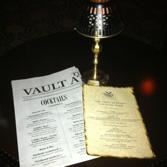 Photo prise au The Vault at Pfaff's par Lily Y. le5/22/2012