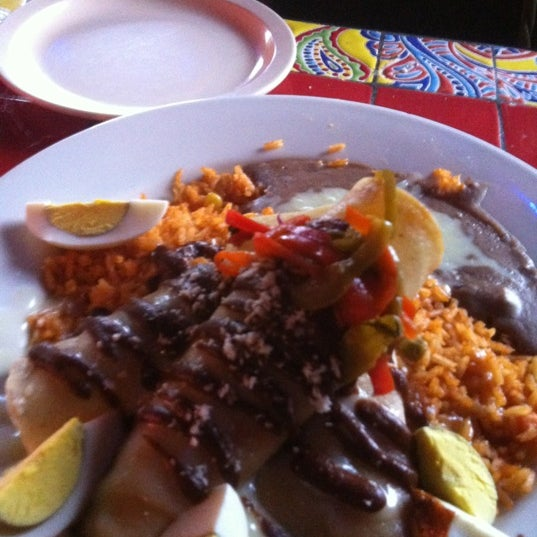 Снимок сделан в Dos Taquitos пользователем Brian A. 7/20/2012
