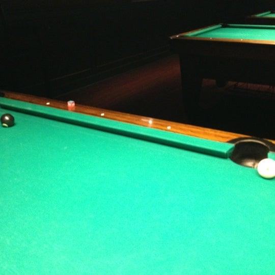 Foto tomada en Society Billiards + Bar por Ed T. el 8/19/2012
