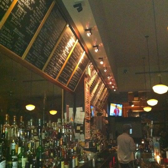 Foto diambil di d.b.a. Brooklyn oleh Sebastian G. pada 3/2/2012
