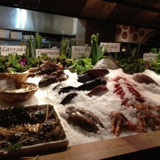 รูปภาพถ่ายที่ Kellari Taverna NY โดย Maxine B. เมื่อ 6/22/2012