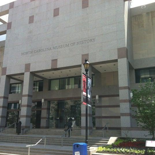 รูปภาพถ่ายที่ North Carolina Museum of History โดย Chris R. เมื่อ 6/7/2012