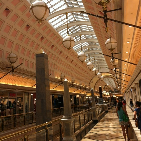 Foto tomada en Centro Comercial Gran Vía 2 por Paolo T. el 8/18/2012
