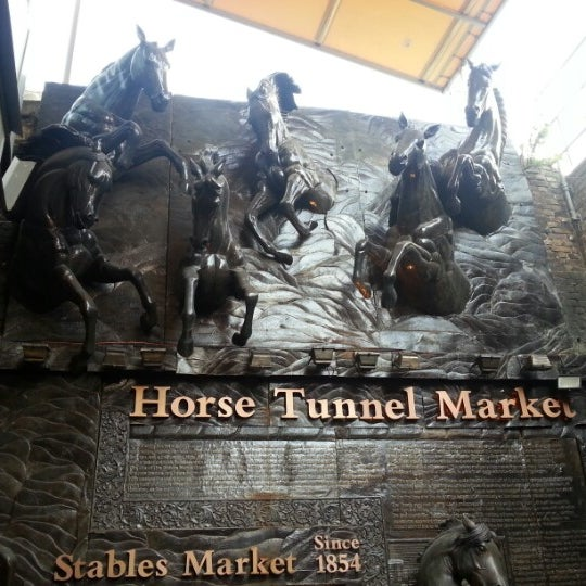 Foto tirada no(a) Camden Stables Market por Caro / SuperTéMutzz em 8/9/2012
