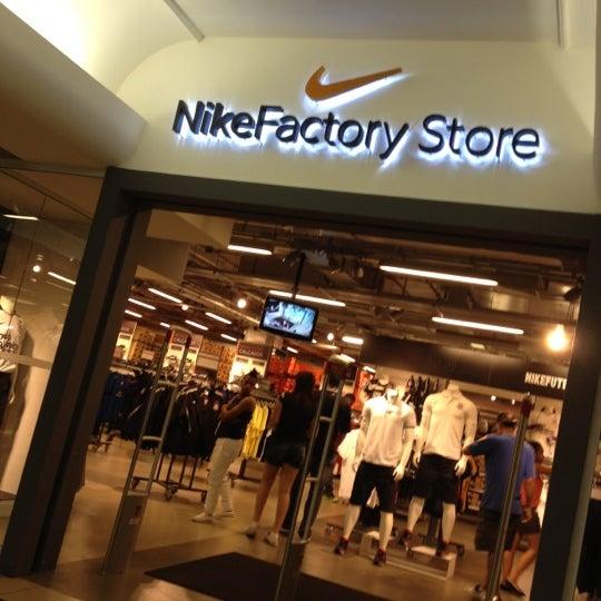 Photos at Nike Factory Store - República - Shopping Light 7318503f4e6f6