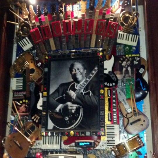 รูปภาพถ่ายที่ Lucille's Grill โดย Tony F. เมื่อ 4/28/2012