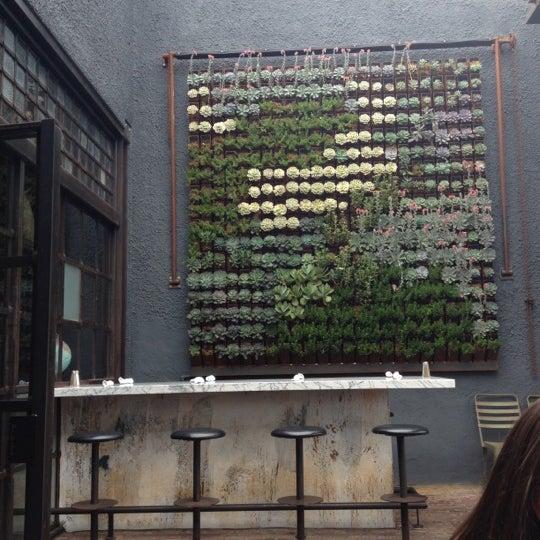 Foto tirada no(a) Bankers Hill Bar & Restaurant por Maria em 8/24/2012
