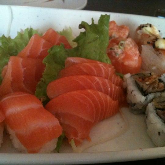 Foto tirada no(a) Kodai Sushi por Tami em 9/9/2012