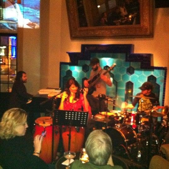 รูปภาพถ่ายที่ Zihni Bar โดย Semra B. เมื่อ 3/1/2012