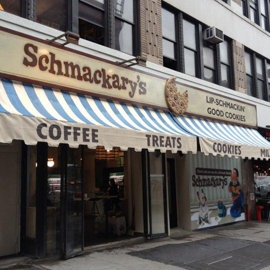 รูปภาพถ่ายที่ Schmackary's โดย Ronald H. เมื่อ 5/16/2012