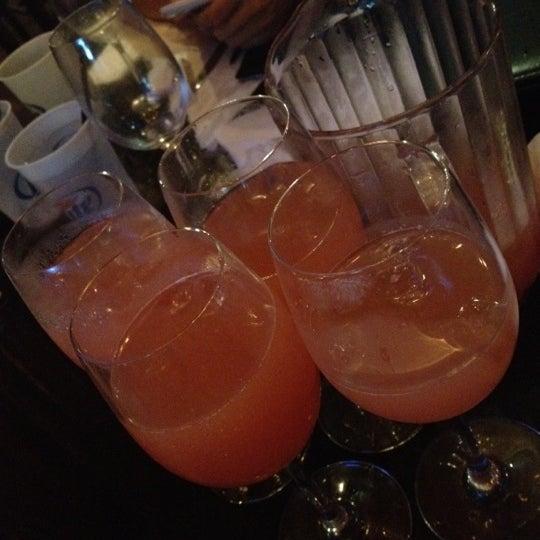 Das Foto wurde bei Royal Oak Bar and Grill von Kaiden am 7/15/2012 aufgenommen