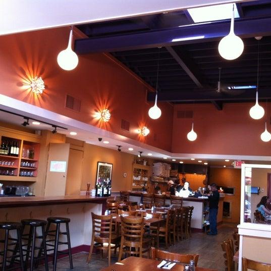 Photo prise au Mia's Pizzas par Brad E. le5/27/2012