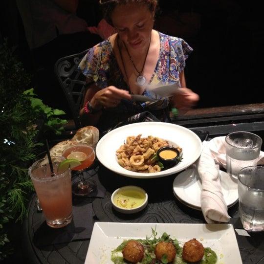9/7/2012 tarihinde Kenneth M.ziyaretçi tarafından West Side Lounge'de çekilen fotoğraf