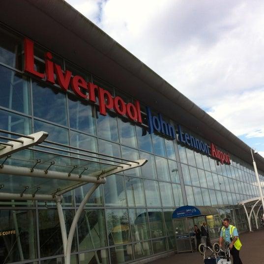 รูปภาพถ่ายที่ Liverpool John Lennon Airport (LPL) โดย Winnie Tan L. เมื่อ 8/16/2012