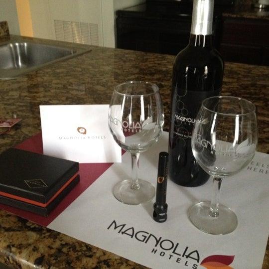 Снимок сделан в Magnolia Hotel пользователем Hannah M. 7/13/2012
