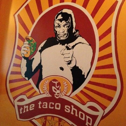 Foto scattata a Burrito Loco da Andres D. il 4/19/2012