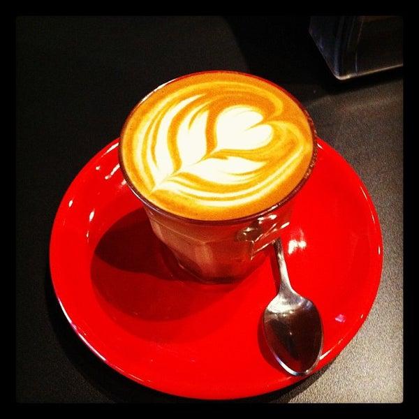 Foto tomada en Ports Coffee & Tea Co. por Zachary Adam C. el 6/13/2012