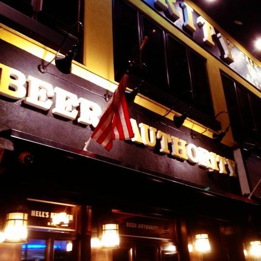 Foto diambil di Beer Authority NYC oleh dj justin time pada 5/8/2012