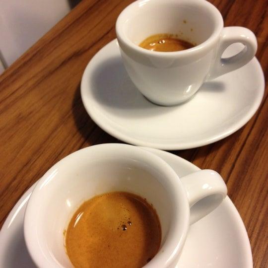 5/11/2012にdennis t.がNylon Coffee Roastersで撮った写真