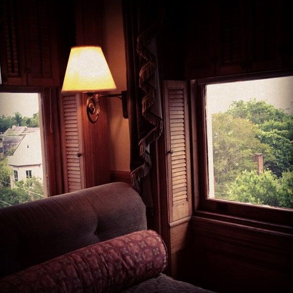 Foto diambil di Wentworth Mansion oleh Charming Inns of Charleston pada 6/25/2012