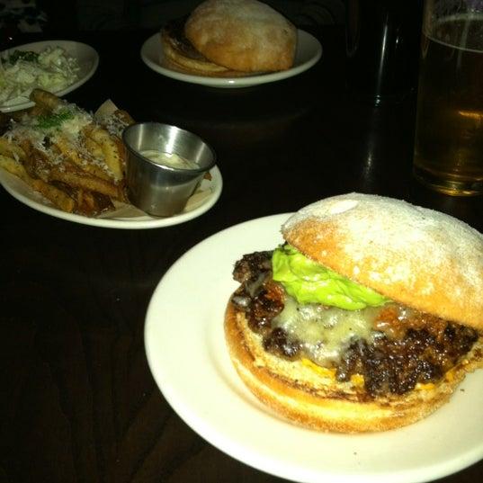 Foto tirada no(a) DMK Burger Bar por David em 3/12/2012