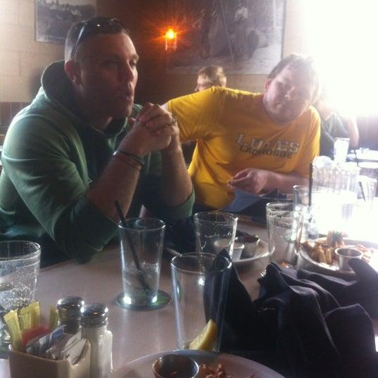 รูปภาพถ่ายที่ Hop Valley Brewing Co. โดย Aaron K. เมื่อ 3/18/2012