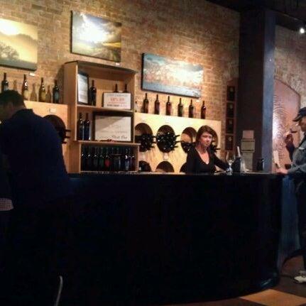 5/27/2012 tarihinde Stacey W.ziyaretçi tarafından Thumbprint Cellars Tasting Room & Art Gallery'de çekilen fotoğraf