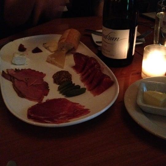 Foto scattata a Stonehome Wine Bar & Restaurant da Kate R. il 6/9/2012