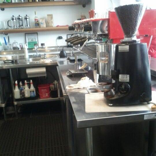 Das Foto wurde bei Elite Audio Coffee Bar von Simon F. am 3/15/2012 aufgenommen
